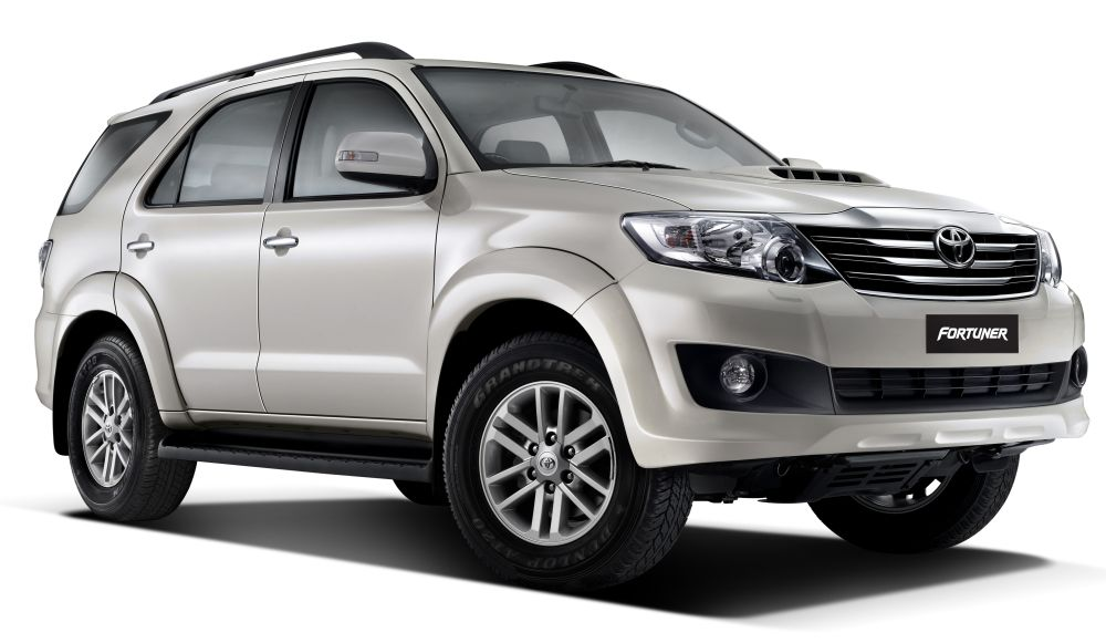 Fortuner Pearl white mica car