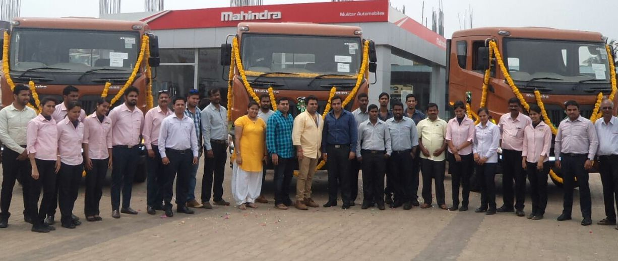 Muktar Automobiles delivers the very first Heavy Commercial Mahindra Trucks in Goa