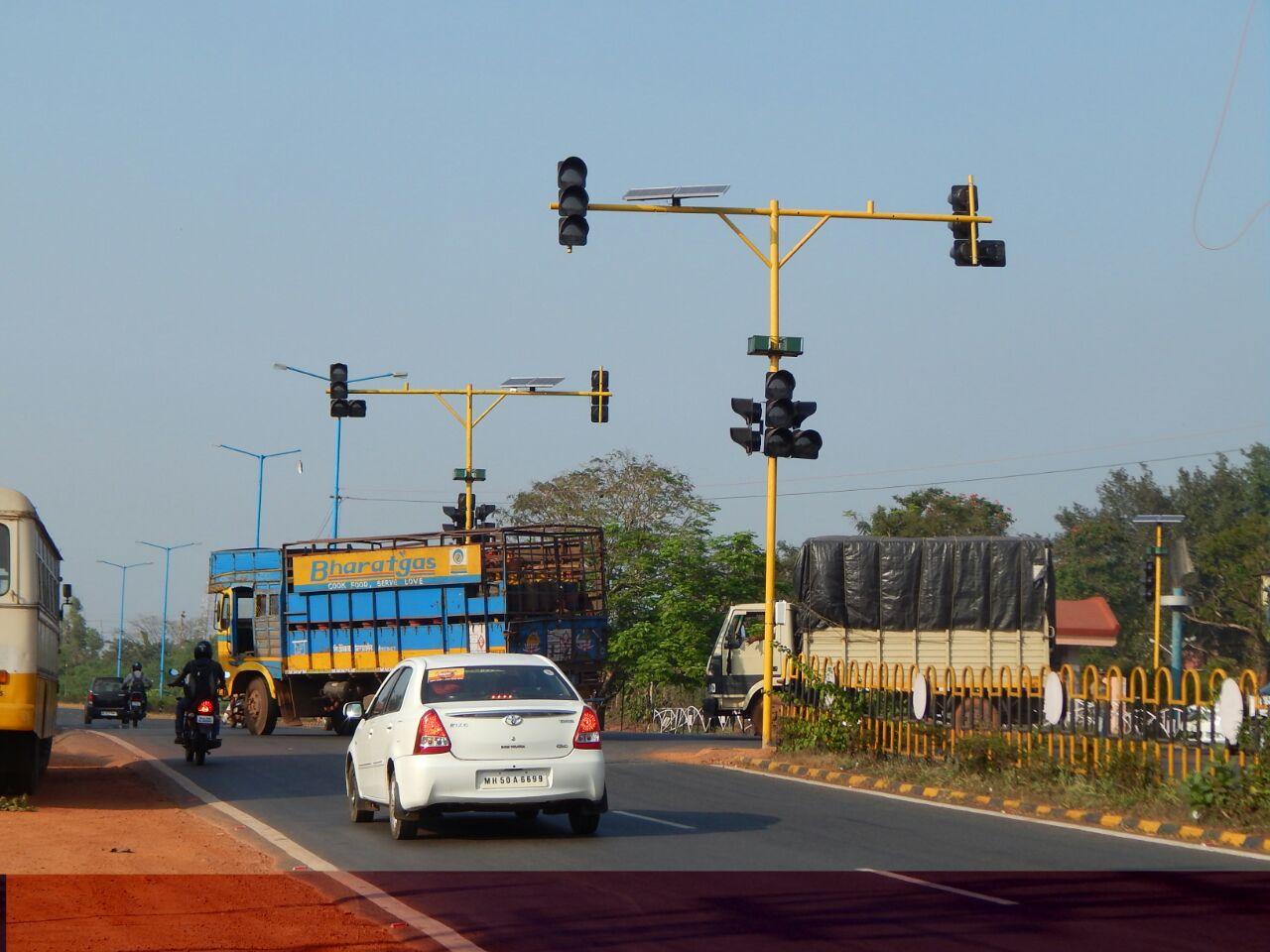 traffic-signals-at-verna-titan-junction